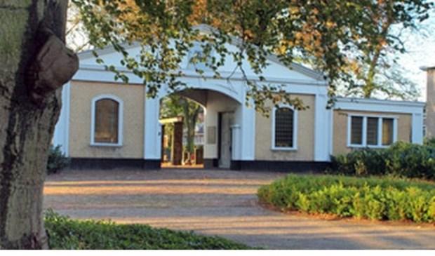 De gemeente stelt een budget beschikbaar voor het aanlichten van het poortgebouw. (Foto: Mooi Voorburg)