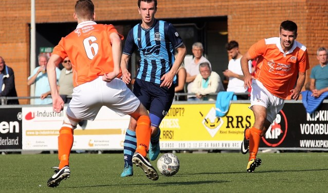 Nychel l'Ami (Forum Sport) scoorde 1-1 uit een vrije trap, maar S.V. Honselersdijk won (foto: AW).