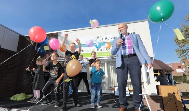 Vanwege dit feest mochten de leerlingen duurzame ballonnen oplaten. Foto: Jan van Es