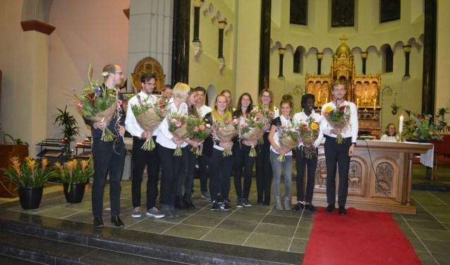 Het jonge koor was zaterdag goed op dreef en werd na afloop in de bloemen gezet.