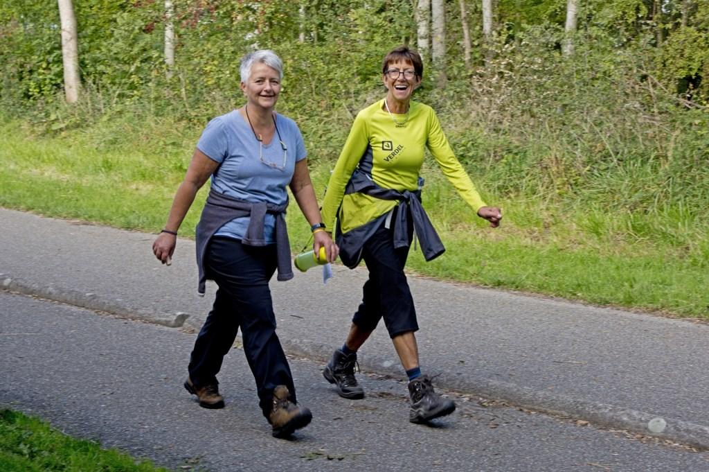 Deze beide dames genieten van hun wandeling. Foto: stiefpaparazzi  © Postiljon