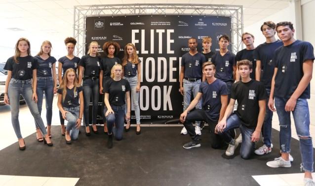 Kevin Gaal uit Zoetermeer (uiterst rechts op de foto) uit Zoetermeer is een van de 16 finalisten van Elite Model Look Nederland 2018. Foto: pr