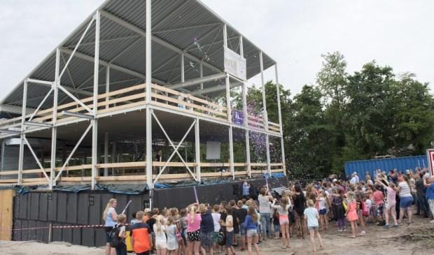 Begin juni dit jaar werd het hoogste punt bereikt van het in aanbouw zijnde Kulturhus. (Foto: Michel Groen)
