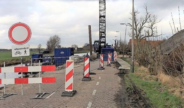 Het werk aan de Stompwijkseweg gaat nog een maandje langer duren, maar moet eind november klaar zijn (archieffoto).