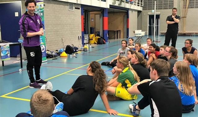 De kick off van de Sport Club Academy bij Badmintonclub Voorburg met links op de foto Werff Thomas (foto: pr SenW).