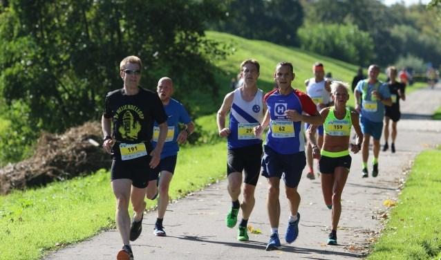 De 16e Geuzenloop Zoetermeer was een geslaagde editie met 1.557 ingeschreven lopers, opnieuw een record. Ook werd er nu een parkoersrecord verbroken. Foto: pr