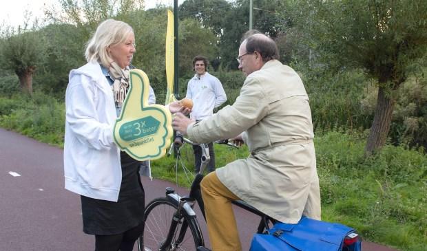 Wethouder Astrid van Eekelen juicht voor fietsers' (Foto's: Michel Groen)