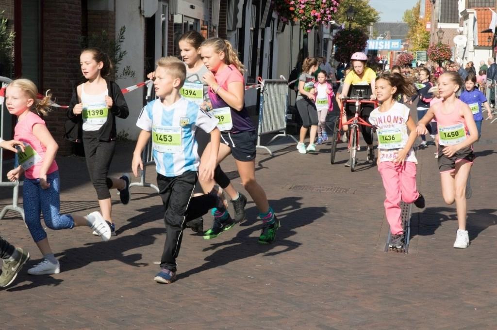 De Geusjesloop (keuze uit halve mijl en mijl). Meer dan 275 kinderen liepen door het historisch centrum van Zoetermeer. Foto: pr  © Postiljon