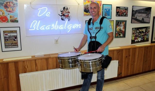 Bert Strijk, timbalist en manager van Feestkapel De Blaasbalgen (foto/tekst: DJ).