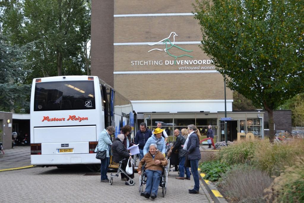 Met bussen werd een uitstapje gemaakt naar Madurodam (foto's pr Stichting Duivenvoorde).  © Het Krantje