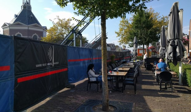 De PvdA stelt schriftelijke vragen aan het college van B&W over het plaatsen van de bouwhekken. (Foto: PvdA)