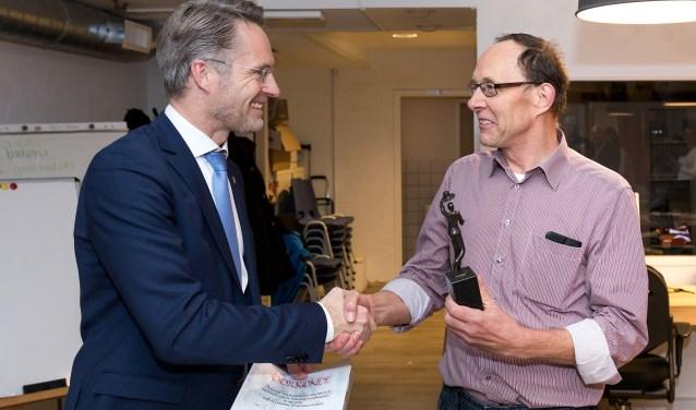 Met zijn vrijwilligerswerk voor Buurtbemiddeling Zoetermeer heeft de heer Dohmen zich 18 jaar lang ingezet. Foto: FOTOFLEX.NL