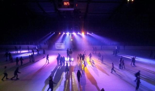 Een spektakel voor iedereen die van een feestje en schaatsen houdt. Foto: pr