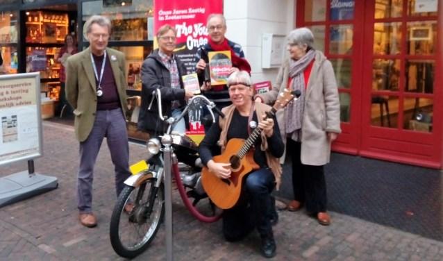 The Young OnesTina, Henk en Jacques. De troubadour van deze dag, Jan van der Burg en Bert van Achteren. Foto: pr