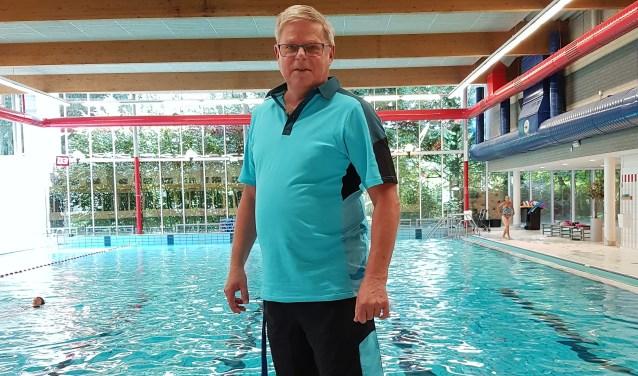 Duizenden kinderen uit Voorburg en omstreken heeft badmeester Kees leren zwemmen en hij heeft honderden zwemdiploma's uitgereikt.