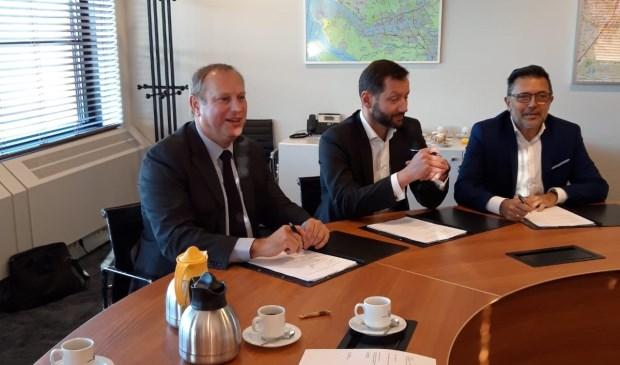 Op de foto (v.l.n.r.) Peter Hennevanger, Chris van Tongeren en Carl Fikenscher.
