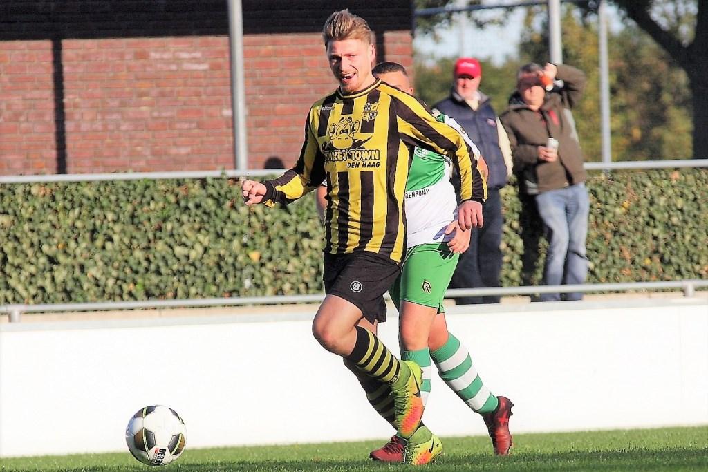 De zeer weinig scorende centrale verdediger Bas de Bree (Wilhelmus) scoorde tegen REMO (archieffoto: AW).  © Het Krantje