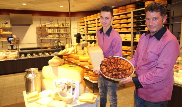 Marcel van Unen en collega Jordan in de vernieuwde winkel.