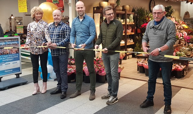Duidelijk is dat de ondernemers stuk voor stuk vertrouwen hebben in een prachtige toekomst voor Winkelcentrum Meerzicht. Tekst en foto: Jana Hurtado-Panek