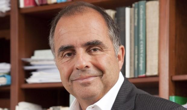 Prof. dr. Frits van Oostrom is universiteitshoogleraar. (foto: Brian Smeulders)
