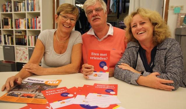 Monique, Wim en Miranda organiseren het evenement Eten met Vrienden in het Huis van Rie!