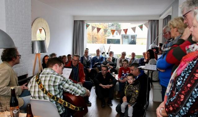 In de woonkamer vindt tussen 12.00 en 17.00 uur driemaal een optreden plaats. Foto: pr