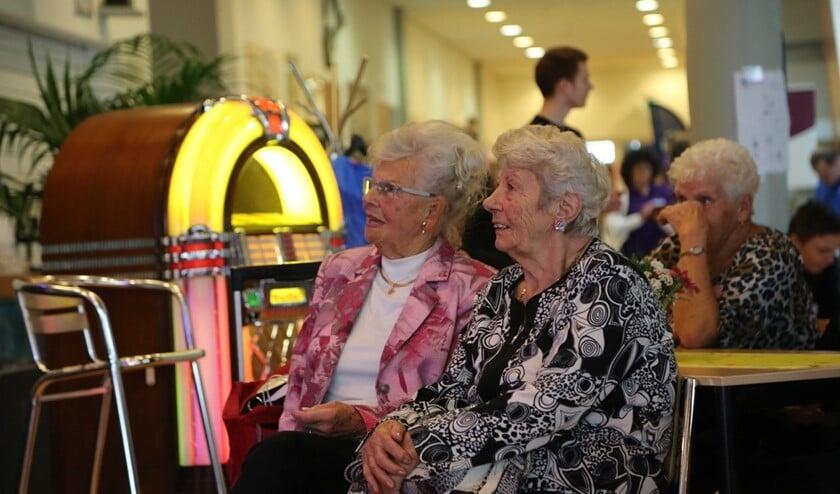 Ruim 150 seniorenwaren op de Seniorendag afgekomen en zij hadden het prima naar hun zin (foto pr).