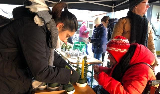 Frisse kerstmarkt met warme sfeer in Buytenwegh. Foto: Milou van Loenen