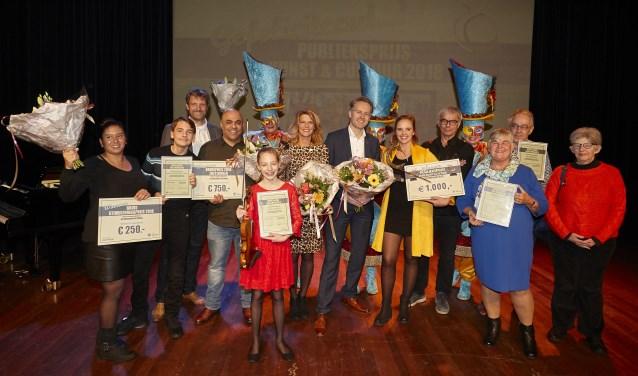 De winnaars van de Publieksprijs Kunst & Cultuur en Bruisprijs en Bruis Stimuleringsprijs tijdens een feestelijke middag in het  Stadstheater. Foto: Ardito