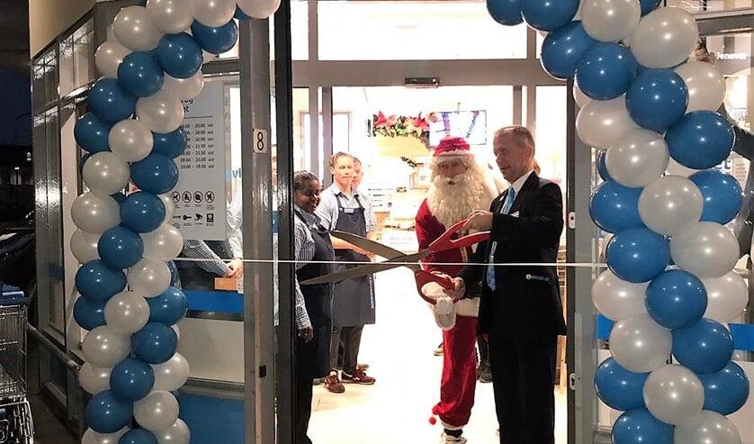 Opening van de zaak door de Kerstman en de filiaalmanager (foto: pr Hoogvliet).