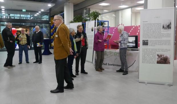 In het Stadhuis-Forum was op de open dagen de gelijknamige expositie van het HGOS over '100 jaar kiezen' te zien. Foto: Jan van Es