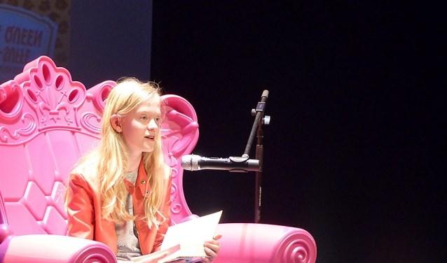 De jury vond dat Lianne zo goed voorlas, dat de jury het verhaal helemaal voor zich zag (foto: Bibliotheek aan de Vliet).