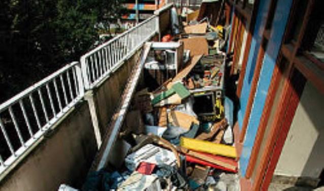 Misstanden in twee flats met name door bewuste overbewoning. Deze stockfoto geeft goed de situatie weer zoals die is.