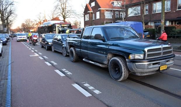 Bij de kop-staartaanrijding waren drie voertuigen betrokken (foto: AS Media).