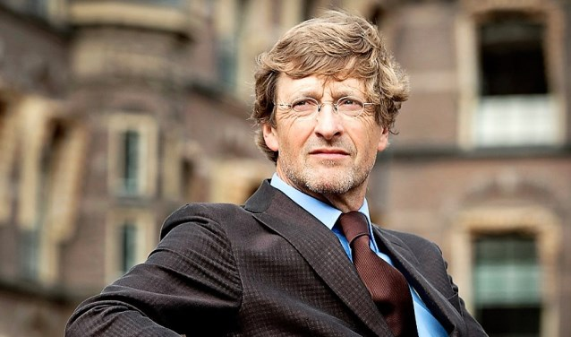 Ferry Mingelen, de gespreksleider van de avond, was parlementair verslaggever en tv-presentator van de NOS (foto: pr).