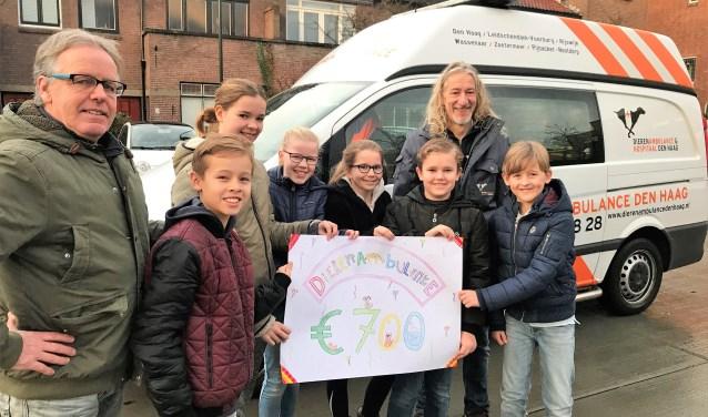Op 1 februari wed het geld door een delegatie van leerlingen en directeur André Mulder van de school overhandigd aan Huib den Heijer.