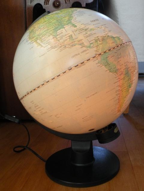 Telstar-Online.nl - Globe. Groot. Met verlichting.- marktplein