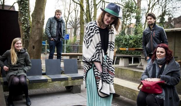 De band Dwaalkat met de Voorburgse zangeres Katja Remmerswaal speelt op 11 maart met het theaterconcert 'Spinsels' in Het Veur Theater (foto: Eline de Jong).