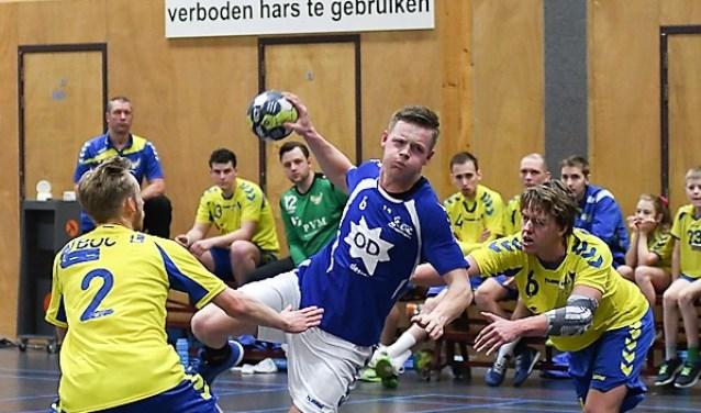 Actie aan de cirkel van een handballers van EHC, dat de hele wedstrijd domineerde (foto: pr).