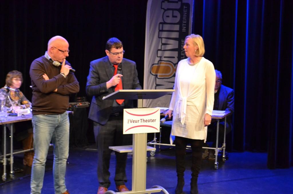 De lijsttrekkers Hans Peter Klazenga (GBLV) en Astrik van Eekelen (VVD) stonden tegenover elkaar tijdens het een op een debat.  Foto:  © Het Krantje