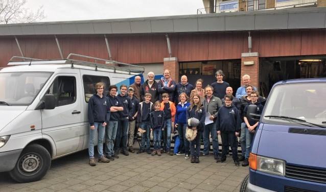Een groep van 20 vrijwilligers heeft de inboedel van wijkvereniging Damsigt verhuisd naar scouting Hubertus Brandaan.