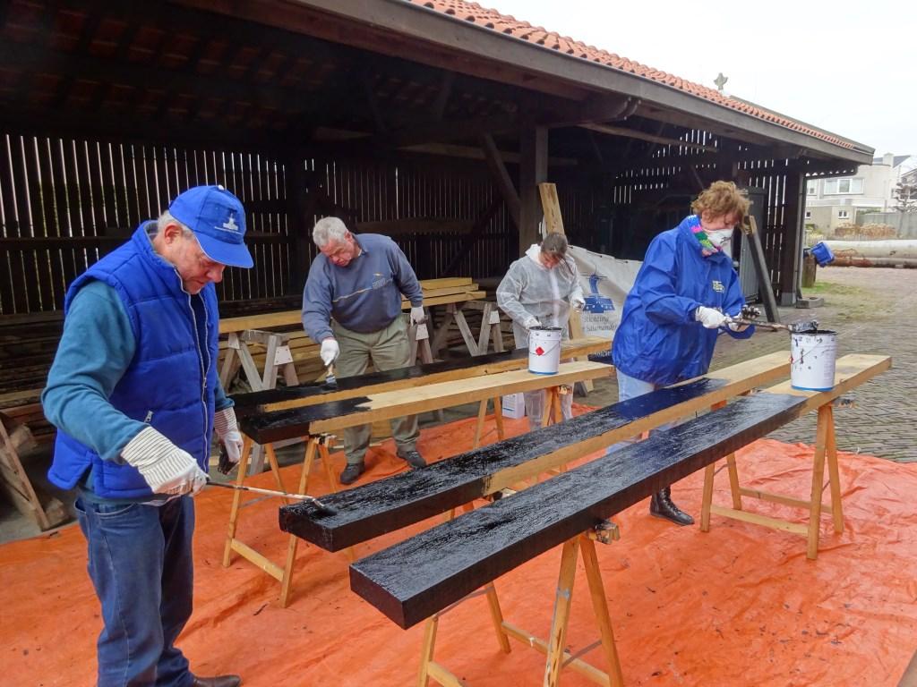 Ook bij houtzaagmolen De Salamander werd hard gewerkt (foto: Laura Visser Vrijwilligerspunt).                           © Het Krantje