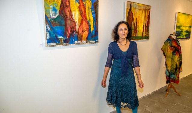 de nieuwe expositie 'Onderweg', van de Zoetermeerse kunstenaar Loulou Joolen. Foto: Nelly Smits