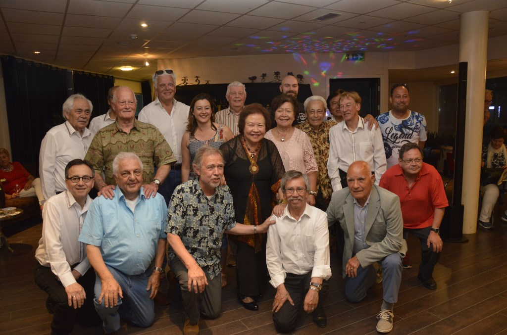 Een deel van de 54 vrijwilligers (inclusief bandleden) met Jan Slagter op de foto. Foto: pr  © Postiljon