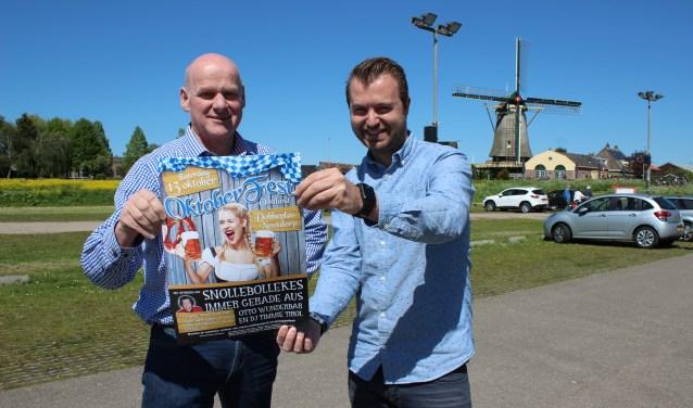 Piet Vergeer en David Schut op de plek waar het op 13 oktober allemaal moet gaan gebeuren. (foto: Martijn Mastenbroek)