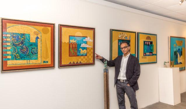 Terra Exposeert: nog steeds zijn de prachtige kleuren, de motieven, heilige symbolen en verhalen van Iran een grote inspiratiebron voor Masoud Gharibi. Foto: Annelize van der Helm