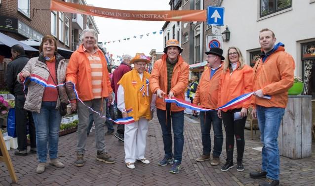 Opening van de festiviteiten in de Venestraat in Leidschendam (foto: Michel Groen).