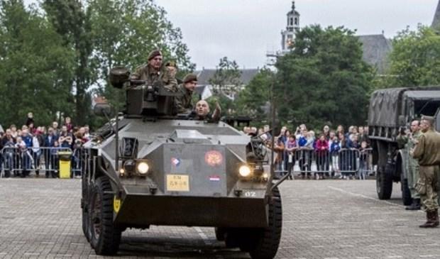 Een DAF YP-408 gepantserd voertuig op de Markt in Zoetermeer. Foto: Patricia Munster