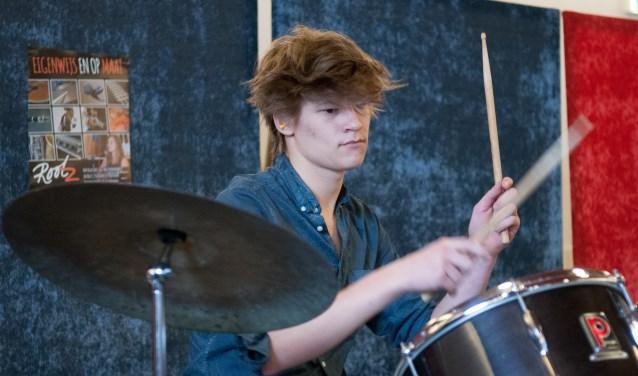 Muzikale talenten op het podium bij Rootz Muziekschool. (foto: Liesbeth Bergen)