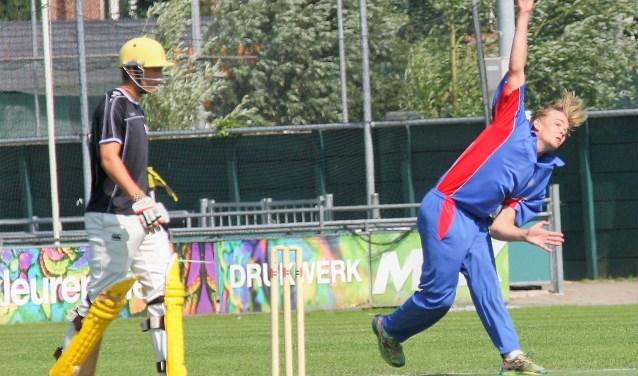 Bas de Leede mocht weer eens bowlen en greep zijn kans (foto: AW).